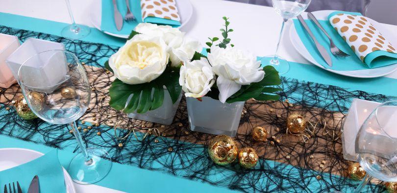 Außergewöhnliche Tischdekoration in Aqua/Türkis, Gold und Schwarz
