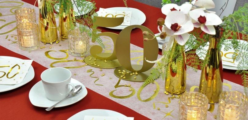 Tischdekoration zur Goldenen Hochzeit in Bordeaux kombiniert mit Gold - Golddeko