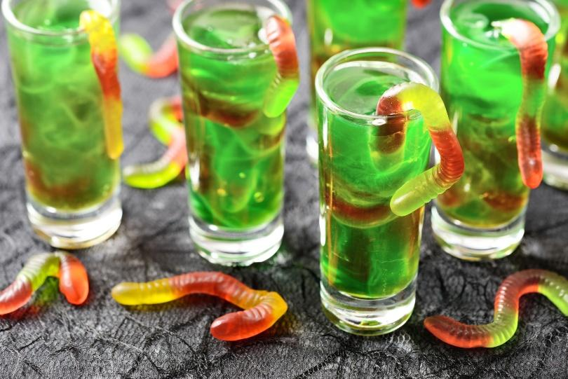 Lustiges grünes Getränk für Halloween
