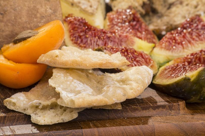 Schüttelbrot mit Pfirsich und Feigen - Jause auf vegetarische Art